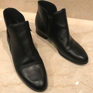 Munro Averee Black Booties, sleek design, leather